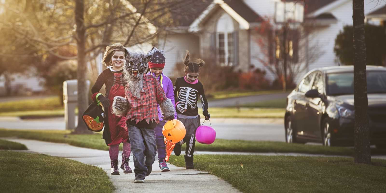 Children Out for Trick Or Treat | Yes I Can Halloween Blog